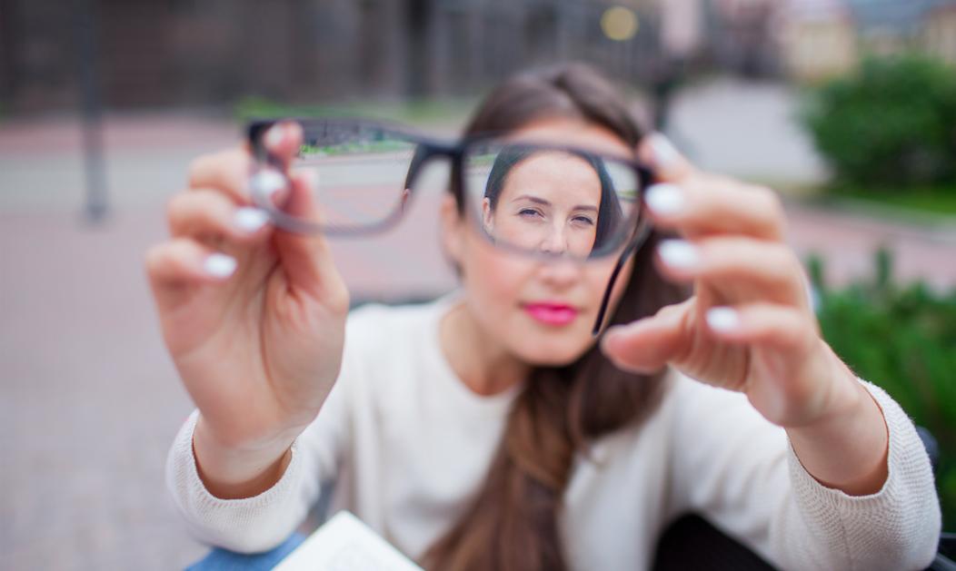 Tipos de lentes intraoculares para corregir la miopía, la hipermetropía y el astigmatismo