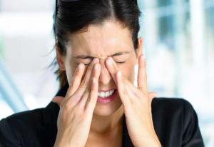 frotarse los ojos cirugía de córnea por Queratocono