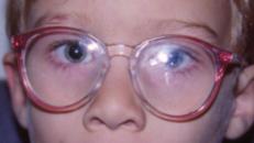 Tres ejemplos de monturas inadecuadas para niños